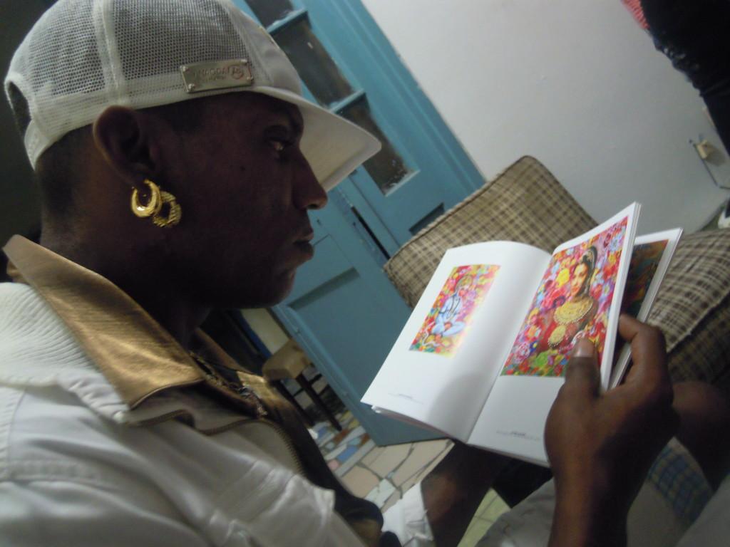 Il rapper di strada Sicario.